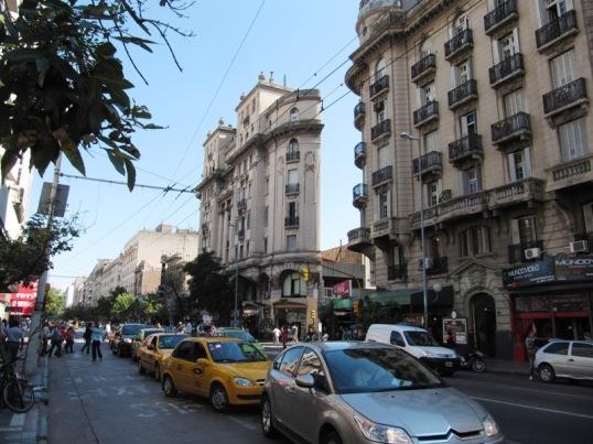 Córdoba street and trick half-building