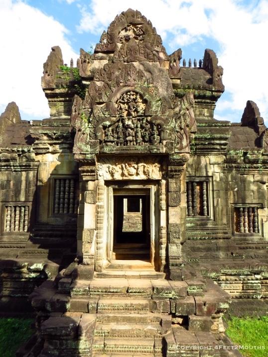 Banteay Samré doorway