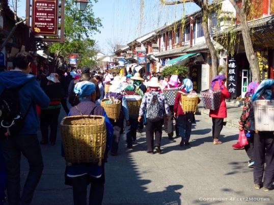 Older Bai women on the tourist shopping street