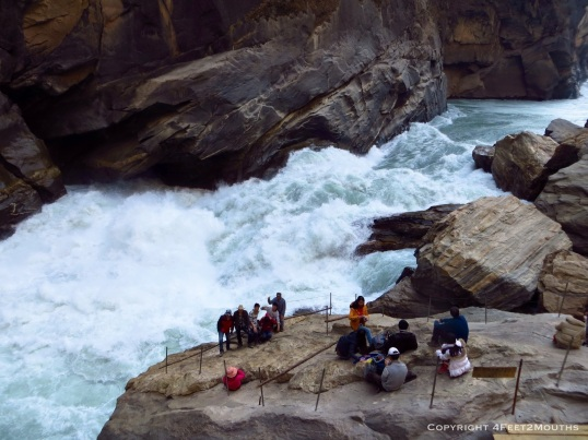 Tourist rock on the Yangtze River near Tiger Leaping Rock