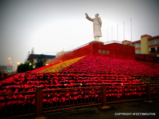 Mao statue in the main square of Chengdu
