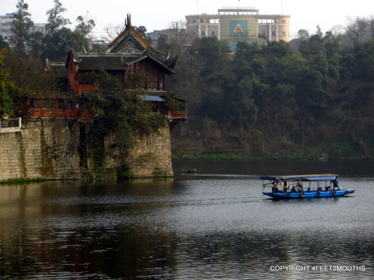 Wángyé Temple Tea House overlooking the Fuxi River