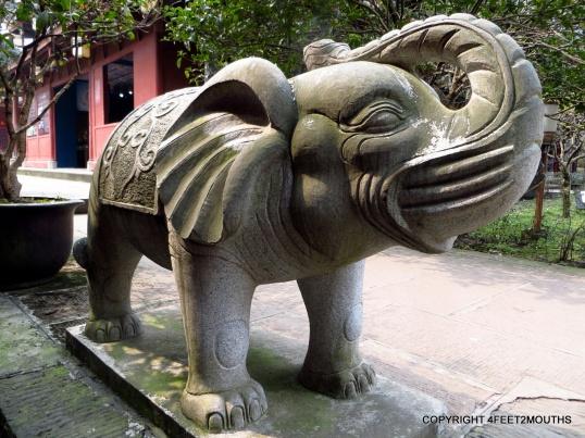 Six tusk elephant at Wannian Temple