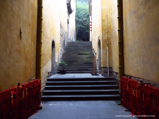 Yellow Húguang stairway