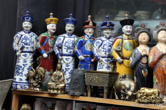 Souvenir dolls for negotiation in China